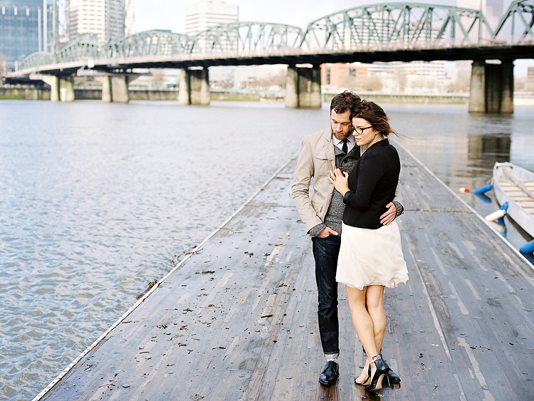 portland waterfront park engagement photo 008