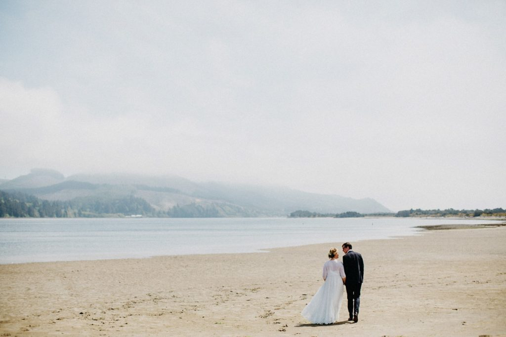 oregon-coast-intimate-wedding-14