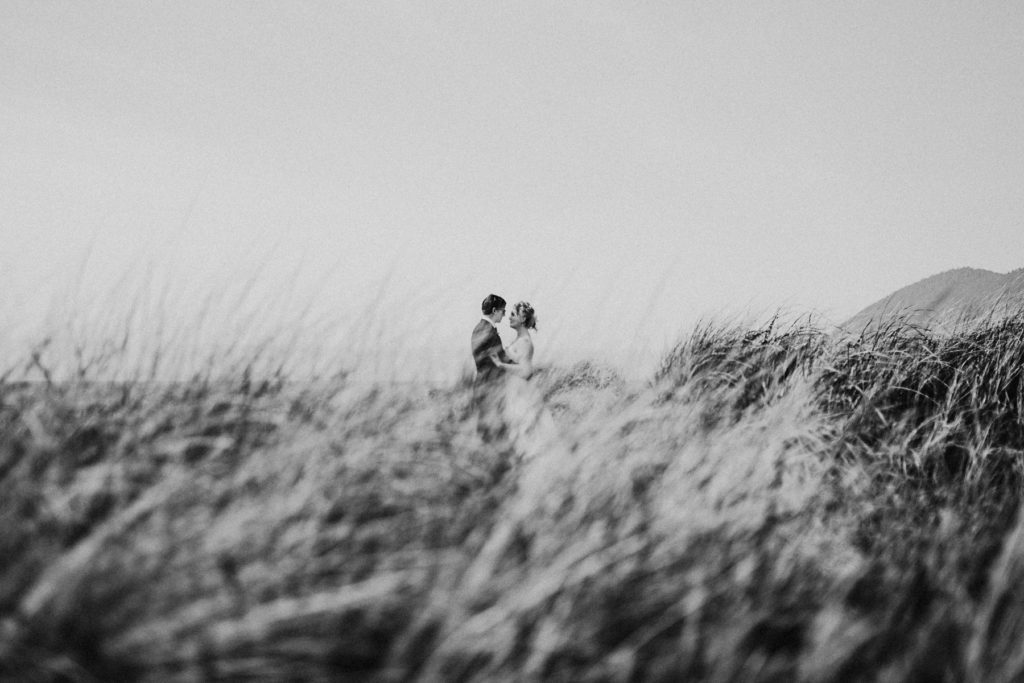 oregon-coast-intimate-wedding-19